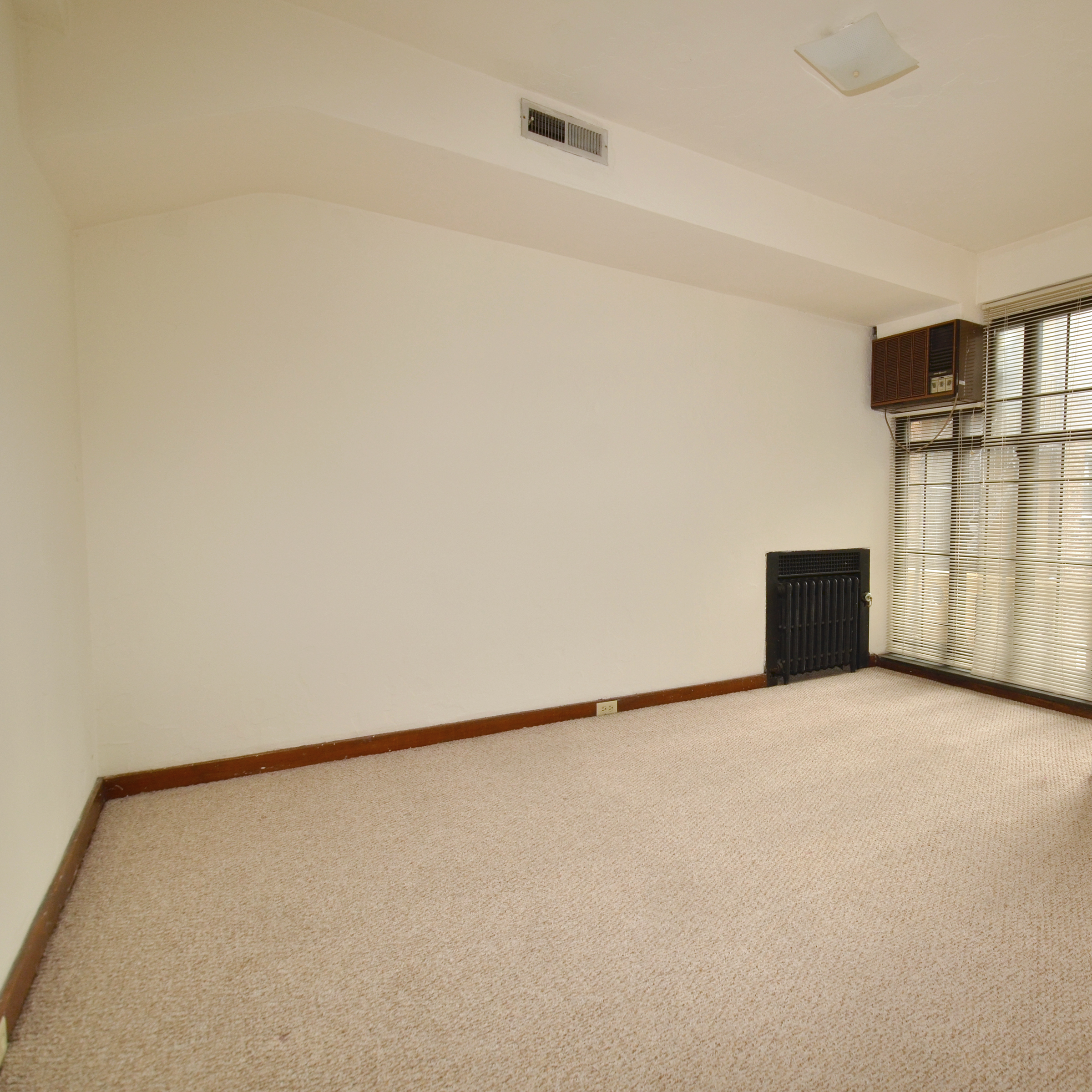 interior of 340 S. Highland Ave, Apt. 4A 5
