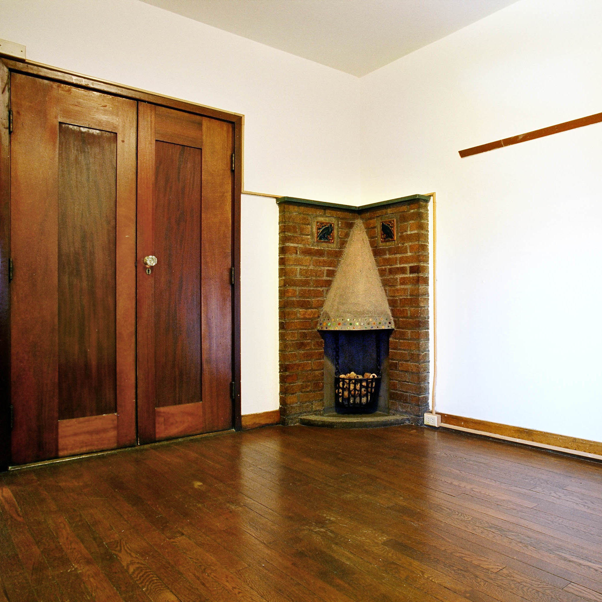 interior of 340 S. Highland Ave, Apt. 5B 1