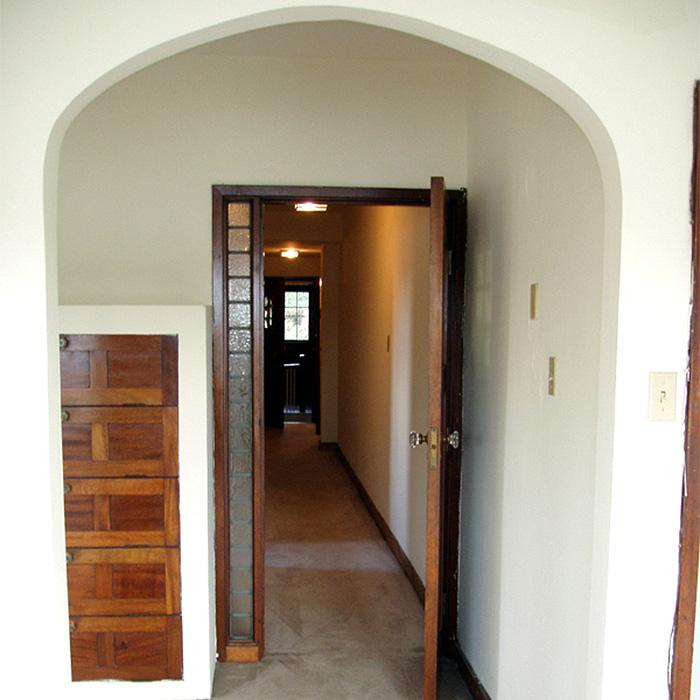 interior of 340 S. Highland Ave, Apt. 4B 4