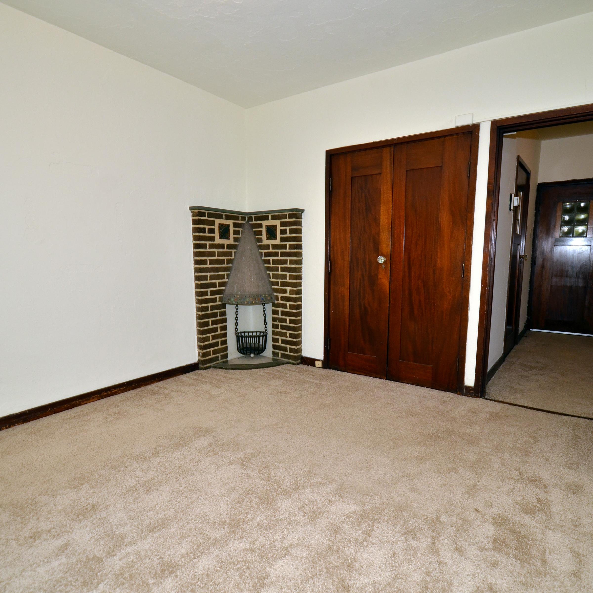 interior of 342 S. Highland Ave, Apt.  9B 1