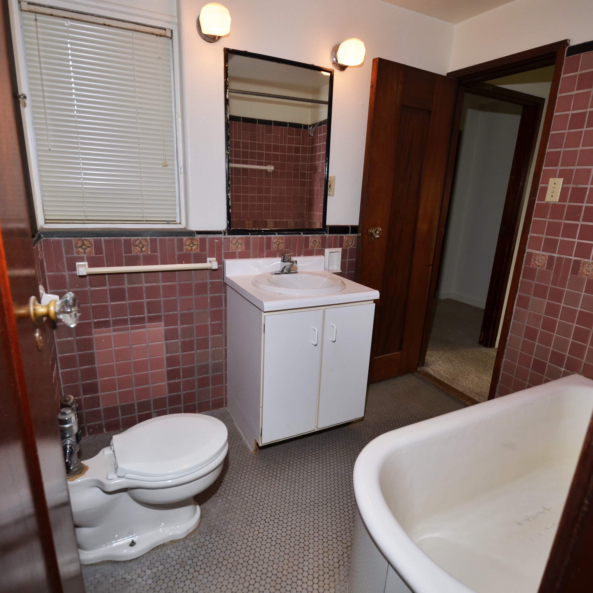 interior of 342 S. Highland Ave, Apt. 14B 9